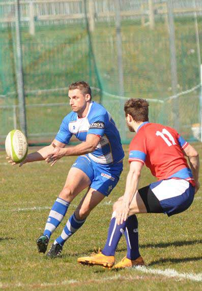 Smiths Rugby Club Player flying down the wing